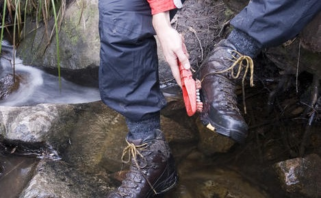 cleaning boots
