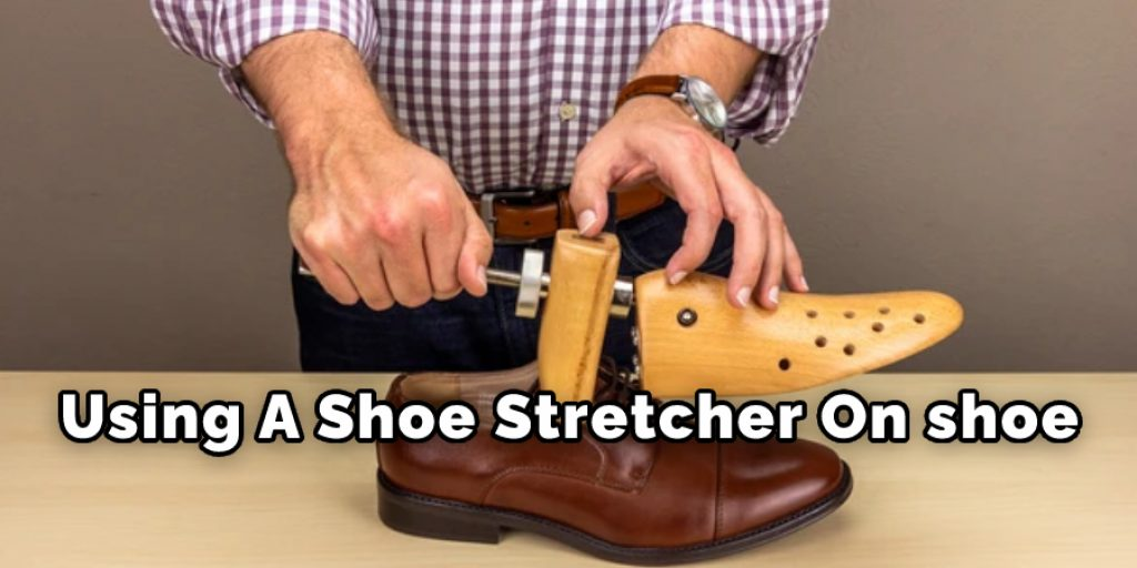 Using A Shoe Stretcher On shoe