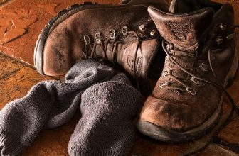 How to Use a Shoe Stretcher on Boots